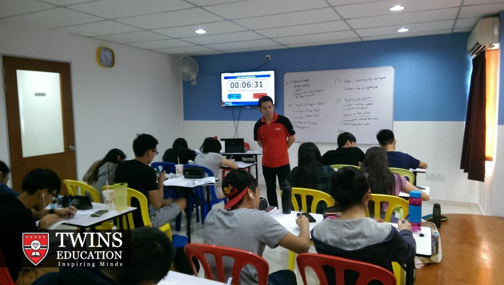 Teacher Andy Gan is preparing his students in this A-Level tuition centre who came from not only in Subang Jaya USJ but also Kota Damansara, Puchong, Tropicana, Klang, Shah Alam, Bandar Utama, TTDI, Ara Damansara, SS2 and Mutiara Damansara to prepare them for their upcoming Cambridge IGCSE and A-level examination by doing past exam papers. At TWINS Education, they provide all subjects including Accounting, Chemistry, Add maths, Mathematics, Physics, Malay language, Chinese language Maths, Biology, Business studies, Combined science, Economics, ICT, English First Language, English Second Language with the help of his other private tutors. These students are from international schools and private tutoring homeschool in Klang Valley. Online tuition for both IGCSE and A-Level throughout Malaysia.