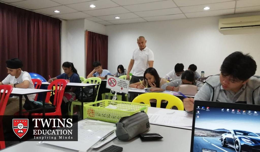 An IELTS tutor supervising their IELTS students before taking their IELTS academic test in Subang Jaya USJ. The IELTS tutor will be does not only physical but also online preparation courses for IELTS. Students all over Malaysia, including other states, have access to TWINS Education's IELTS tuition preparation course in Subang Jaya USJ via IELTS online tuition. We have students from other states of Malaysia such as Georgetown Penang, Kuching Sarawak, Kota Kinabalu Sabah, Johor Bharu, Ipoh Perak and Malacca.